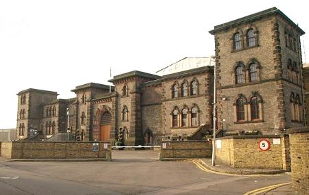 Wandsworth Prison by Derek Harper CC BY-SA 2.0 geograph 1030498 450px